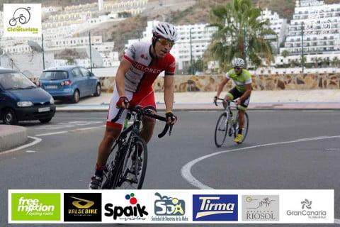 Escapando de Alberto Contador en Gran Canaria
